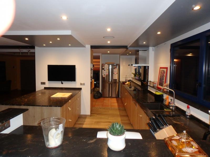 cuisine sur mesure menuisier ebeniste renovation. Black Bedroom Furniture Sets. Home Design Ideas